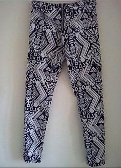 Kup mój przedmiot na #Vinted http://www.vinted.pl/kobiety/rurki/9733370-spodnie-rurki-wzory-czarno-biale