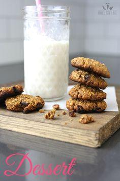Oatmeal raisin pecan cookies | www.veggiesdontbite.com | #vegan #plantbased #glutenfree #dates