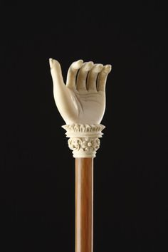 Indian Mughal Finely Carved Blonde Rhinoceros Horn and Ivory Back Scratcher to 1900 India) Walking Sticks And Canes, Walking Canes, Jeff Koons, Back Scratcher, Cannes, Show Of Hands, Cane Handles, Rhinoceros, Bone Carving