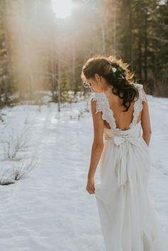 The Anna Campbell Annabella dress, via Pearl and Dot bridal boutique in Banff National Park Photography – Darren Roberts  Hair & Makeup Artist – The Pretty Haus Wedding Dress – Anna Campbell Winter Mountain Elopement in Banff National Park