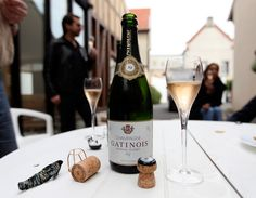 -Brut Tradition: Crianza entre 16-24 meses. 90% Pinot Noir; 10% Chardonnay. Pinot Noir, Champagne, Wine, Bottle, Drinks, Drinking, Beverages, Flask, Drink