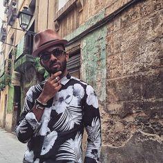El Born! Still my one of my favourite areas in Barcelona!  #elborn #Barcelona #elborne #bcn #cityofbarcelona #catalan #catalonia #catalunya #Barcelonacity #Barcelonastreets #posing #blackeyewear #baileyhats #styleguru #styleexpert #blogger #styleblogger #fashionblogger #personalstyle #personalstyleblogger #styleinfluencer #menstyleblogger #mensstyle #mensstyling #mensfashion #instapic #londonblogger #menswearblogger #stylesibling