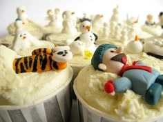 Calvin and Hobbes (and disturbing snowmen) cupcakes -- Sunday Sweets from Cake Wrecks