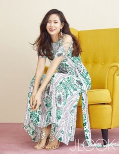 Son Ye Jin Models the Perfect Spring Looks with 'J Look' Korean Beauty, Asian Beauty, Asian Woman, Asian Girl, Korean Actresses, Korean Actors, Spring Looks, South Korean Girls, Spring Outfits