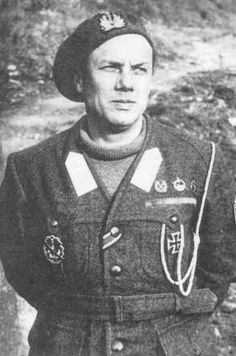 Capitano di fregata Junio Valerio Borghese (Junio Valerio Scipione Ghezzo Marcantonio Maria dei principi Borghese) - (1906-1974).- Militar y Político italiano. Comandante de la Décima Flotilla MAS.