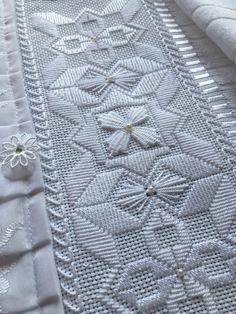 Hardanger Embroidery, White Embroidery, Embroidery Stitches, Embroidery Patterns, Hand Embroidery, Cross Stitch Borders, Cross Stitch Designs, Huck Towels, Crochet Bag Tutorials