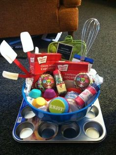 Gift Basket Ideas - The Joyful Organizer Excellent idea for gift exchange situations, donating baskets to things, white elephant parties Cupcake Gift Baskets, Diy Gift Baskets, Basket Gift, Homemade Gift Baskets, Creative Gift Baskets, Hamper Gift, Gift Baskets For Him, Cute Gifts, Best Gifts