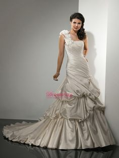 One-Shoulder Vintage Taffeta Ball Gown Bridal Gown of Flowery Strap and Pick-Up Skirt