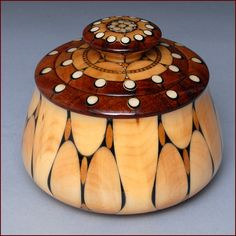 Lidded vessel by Robert Cutler. Made of koa and mahogany woods, moose… Wooden Keepsake Box, Got Wood, Wood Projects, Lathe Projects, Art Carved, Wood Bowls, Wood Sculpture, Wood And Metal, Wood Turning