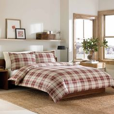 Perfect for those warm and cozy nights, this duvet set features a signature Eddie Bauer plaid print in tones of red and beige for a classic design. The 100-percent durable cotton construction completes this set.