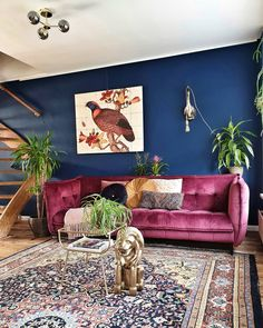 ▪︎ Livingroom with a luxe, vintage and eclectic vibe. Dark moody colours, velvet and plants Purple Sofa Inspiration, Living Room Inspiration, Purple Couch, Dark Living Rooms, Rustic Home Design, Vintage Sofa, Home And Deco, House Colors, Home Buying