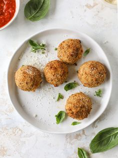 This cheesy cauliflower rice arancini is every bit as delicious as traditional arancini, and so much lighter! Cheesy on the side, crunchy on the outside. #cheesycauliflowerrice #arancini #airfryer #appetizer