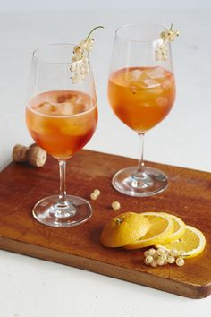 My obsession with the Aperol Spritz began a few years ago when the bubbly, slightly bitter aperitif that's served basically everywhere in Italy started… Cocktails To Try, Wine Cocktails, Cocktail Drinks, Cocktail Recipes, Alcoholic Drinks, Beverages, Elderflower, Wine Making, Potato Chips