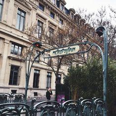 Montmartre Metro. Photo by golboushar.