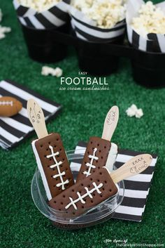 Football Season Is Coming! /Ice Cream Football Sandwiches/Super Bowl Party Food/Quick and Easy Snacks Animal Crackers, Ritz Crackers, Dessert Nachos, Dessert Food, Dessert Ideas, Super Bowl Party, Football Themes, Football Food, Football Recipes