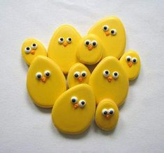 Easy Easter Cookies For Kids: The Best decorated Easter cookies recipes. Are you after bunny shaped Easter cookies ideas? If so, you have to try these simple Easter cookies with royal icing, chocolate and more. No Egg Cookies, Sugar Cookies, Cute Cookies, Baby Cookies, Heart Cookies, Fondant Cookies, Italian Easter Cookies, Easter Cookie Recipes, Easter Biscuits
