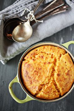 This Smoked Gouda Sweet Potato Spoonbread would be amazing with Tommy's Superfoods organic Sweet Potatoes. Just cook and mash! Vivian Howard, Roast Rack Of Lamb, Spoon Bread, Smoked Gouda, Quick Easy Meals, A Food, Macaroni And Cheese, Food Processor Recipes, Cooking Recipes