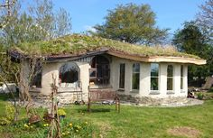 Cottages By The Sea, Cabins And Cottages, Cob Building, Building A House, Earth Sheltered Homes, Wattle And Daub, Self Build Houses, Tadelakt, Natural Homes