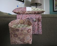 Elizabeth's Fabric Focus ~ Pincushion and Thread Catcher | Sew Mama Sew | Outstanding sewing, quilting, and needlework tutorials since 2005.