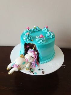 diy unicorn cake ~ diy unicorn cake ` diy unicorn cake easy ` diy unicorn cake topper ` diy unicorn cake how to make ` diy unicorn cake pops ` diy unicorn cake topper free printable ` diy unicorn cake birthdays ` diy unicorn cake videos Diy Unicorn Cake, Unicorn Cake Pops, Fat Unicorn, Unicorn Party, Unicorn Cake Decorations, Food Cakes, Cupcake Cakes, Funny Wedding Cakes, Girl Cakes