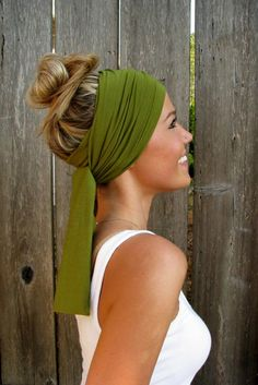 Fresh zomerkapsels with a scarf - Hairstyles Quick Hairstyles, Headband Hairstyles, Braided Hairstyles, Girl Hairstyles, Bandana Hairstyles For Long Hair, Hair Scarf Styles, Long Hair Styles, How To Wear Headbands, Hair Accessories For Women