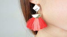 Réalisez une paire de boucles d'oreilles au style bohème et ethnique chic ! Site Mode, Creations, Diy, Drop Earrings, Accessories, Jewelry, Pom Poms, Boho, Ethnic