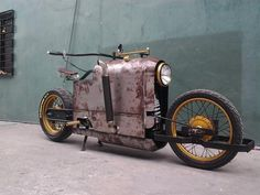 Mikhail Smolyanov's design became real?  Steampunk Bike by Jeff Ylagan