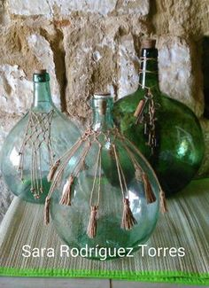 Here are 26 ideas for decorating your home with old wicker bottles - Easy Crafts for All Macrame Design, Macrame Art, Macrame Projects, Glass Bottle Crafts, Wine Bottle Art, Deco Pirate, Old Wicker, Home Crafts, Diy Crafts
