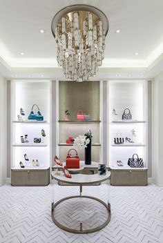 Открытый минималистский дизайн магазина обуви и аксессуаров