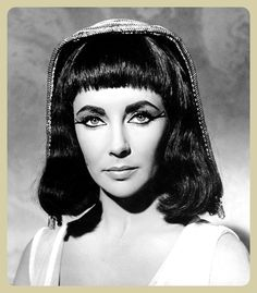 Cleopatra, Elizabeth Taylor Movies Photo - 28 x 36 cm Elizabeth Taylor Movies, Elizabeth Taylor Cleopatra, Cream Eyeshadow, Diy Mask, Photography Women, Classic Hollywood, Hollywood Stars, Black And White Photography, Beautiful Pictures