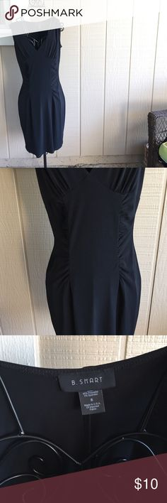 #LBD Can't live without one (; Stretchy gorgeous dress. Fits snug and is right above the knees💖 B. Smart Dresses Midi