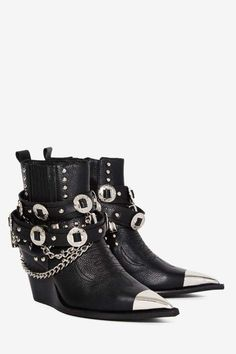 Jeffrey Campbell Hawthorne Leather Bootie These are so cool! Dr Shoes, Shoes Heels Boots, Me Too Shoes, Bootie Boots, Leather Booties, Leather Heels, Black Leather, Boots Online, Fashion Shoes