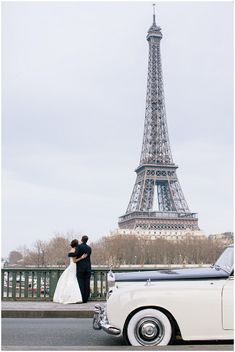 Elope to paris © Ian Holmes Photography via French Wedding Style Blog