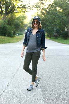 Casual Friday Pregnancy Style, Casual Maternity, Easy Maternity outfit, SAHM outfit, Fall Maternity Outfit, Dress the Bump, StylishBump