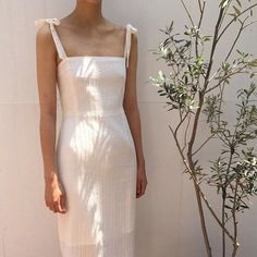 Find and save ideas about summer style on Women Outfits. Trendy Outfits, Summer Outfits, Fashion Outfits, Summer Dresses, Maxi Dresses, Beige Outfit, Style Minimaliste, White Dress Summer, Looks Style