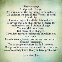 """#poetry #instapoetry #instapoem #poetrycommunity #quotes """"Les temps changent Et les gens changent. Ont était beaucoup au départ à être soudés. On appelait cela la famille les amis la vraie amitié. Nous croyant pour toutes la Vie soudé.  Croyant que on serai toujours là les uns pour les autres  et moi je n'ai pas changé . Toi aussi  tu n'as pas changé. Mais beaucoup d'entre nous ont changé. De nos jours rares sont les vrais gens sur qui tu peut compter. Même entre amis frère et soeurs ont est…"""