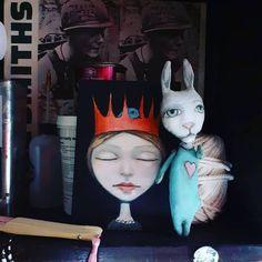 Artist: A J Shark (@ajsharkceramics) 👫👭👬👫👭👬👫👭👬👫👭👬👫👭👬👭👫 ⏩ Follow @expo_global_mag ✔️🌱🌱🌱☀️ 👭👫👭👬👫👭👬👫👭👬👫👭👬👫👭👬👭#artpromotion #craftexposure #ceramics #ceramicart #ceramicsculpture #handmadeartist #dollartist #dollart #ceramicfigures #galleries #artgallery #originalgiftceramic #ceramicgift #seramik #clayart #claysculpture #fantasysculpture #crowns #childrenfantasy #magicalart #whimsicalsculpture Clay Art, Ceramic Art, Crowns, Figurative, Sculpture Art, Galleries, Shark, Ceramics, Artist