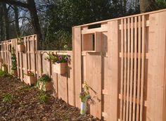 Er is nu een nieuw type erfafscheiding voor een groenere tuin én straat. Wordt het Nederlandse schuttinglandschap dan toch nog aantrekkelijk? Je tuin afscheiden, maar ook op een leuke manier...