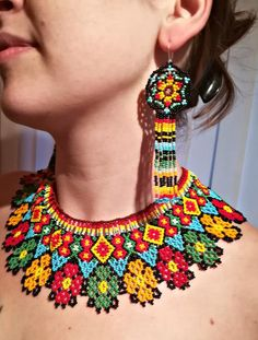 Diy Necklace Patterns, Beaded Jewelry Patterns, Diy Fabric Jewellery, Bead Jewellery, Boho Necklace, Beaded Earrings, African Jewelry, Ethnic Jewelry, Beaded Collar