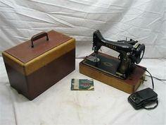 Singer Model 99 Portable Sewing Machine w/Case/Manual 1954 Featherweight Sewing Machine, Treadle Sewing Machines, Sewing Art, Sewing Leather, Wooden Case, Coco, Vintage Sewing, Manual, Singer