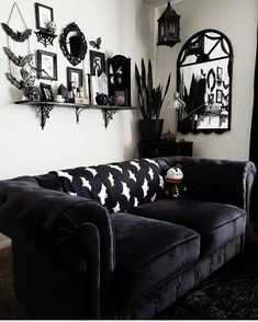 Modern Home Decoration .Modern Home Decoration Gothic Living Rooms, Gothic Room, Gothic House, Dark Home Decor, Goth Home Decor, Cheap Home Decor, Room Ideas Bedroom, Bedroom Decor, Goth Bedroom