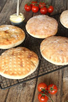 A Scandinavian bread of some kind. Swedish Bread, Swedish Chef, A Food, Food And Drink, Bread Bun, Flat Bread, Scandinavian Food, Swedish Recipes, Bread And Pastries