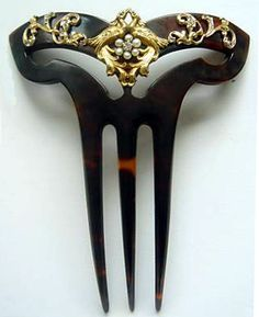 c. 1910 art nouveau horn comb with two 14K gold birds meeting on top