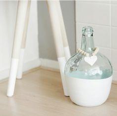 Ideas que mejoran tu vida Diy Crafts Hacks, Jar Crafts, Diy And Crafts, Plants In Bottles, Bottles And Jars, Altered Bottles, Antique Bottles, Bottle Centerpieces, Vases Decor