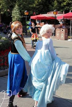 Elsa and Anna face character