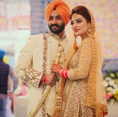Wedding Picture Poses, Wedding Couple Photos, Wedding Pics, Wedding Couples, Cute Couples, Couple Pictures, Wedding Shoot, Sikh Bride, Sikh Wedding