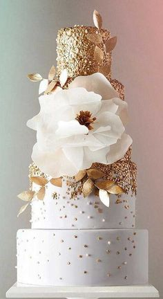 Gold Wedding Cakes cake ideas simple elegant chic 1 - These gorgeous wedding cake pictures are sure to inspire your wedding cake design. From simple to elegant to chic wedding cakes, there is something for every taste - no pun intended. Elegant Birthday Cakes, Fancy Wedding Cakes, Wedding Cake Photos, Wedding Cakes With Cupcakes, Beautiful Wedding Cakes, Wedding Cake Designs, Wedding Cake Toppers, Beautiful Cakes, Wedding Desserts