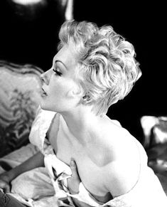 ESTABLISHED 2010 HISTORIFUL is your dose of Old Hollywood glamour, style, and culture. It captures a past life - a reminder that life is constantly beautiful. Hollywood Glamour, Golden Age Of Hollywood, Hollywood Stars, Hollywood Actresses, Classic Hollywood, Old Hollywood, Actors & Actresses, Divas, 50s Hairstyles