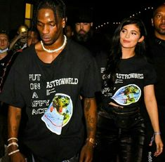Travis y Kylie son tan lindos 😍💞 Kourtney Kardashian, Kardashian Style, Kardashian Jenner, Travis Scott Kylie Jenner, Mode Kylie Jenner, Estilo Jenner, Jenner Sisters, Kendall And Kylie, Cute Couples