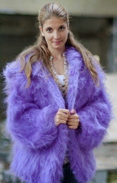 Mohair Cardigan, Purple Cardigan, Angora Sweater, Fur Fashion, Winter Fashion, Kreative Jobs, Gros Pull Mohair, Fluffy Sweater, Sweater Outfits